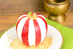 Apple που γεμίζεται με τα διαιτητικά τρόφιμα τυριών κρέμας Στοκ φωτογραφίες με δικαίωμα ελεύθερης χρήσης