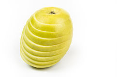 Apple που κόβεται στις λεπτές φέτες στο άσπρο υπόβαθρο Στοκ φωτογραφία με δικαίωμα ελεύθερης χρήσης