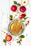 Apple, ρόδι και μέλι, παραδοσιακά τρόφιμα του εβραϊκού νέου έτους - Rosh Hashana Διαστημικό υπόβαθρο αντιγράφων Στοκ Εικόνα