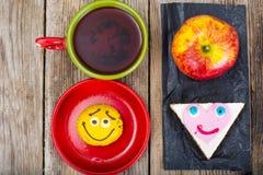 Apple, σάντουιτς, κέικ για τα παιδιά Στοκ φωτογραφίες με δικαίωμα ελεύθερης χρήσης