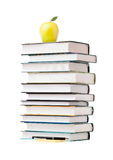 Apple σε έναν σωρό του βιβλίου Στοκ εικόνα με δικαίωμα ελεύθερης χρήσης