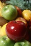 Apple σε έναν σωρό των φρούτων Στοκ εικόνες με δικαίωμα ελεύθερης χρήσης