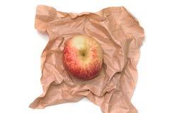 Apple σε καφετί χαρτί Στοκ Φωτογραφία