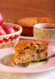 Apple, σταφίδα κανέλας και κέικ καρυδιών Στοκ εικόνες με δικαίωμα ελεύθερης χρήσης