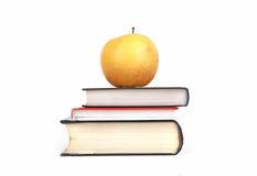 Apple στα βιβλία Στοκ Εικόνες