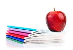 Apple στα γράφω-βιβλία. Στοκ Φωτογραφία