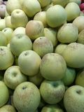 Apple στην αγορά της Farmer ` s Στοκ εικόνα με δικαίωμα ελεύθερης χρήσης