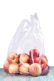 Apple στη πλαστική τσάντα Στοκ εικόνες με δικαίωμα ελεύθερης χρήσης