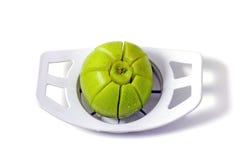 Apple στον κόπτη μήλων Στοκ φωτογραφία με δικαίωμα ελεύθερης χρήσης