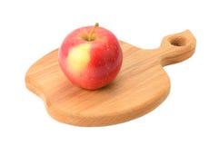 Apple στον τέμνοντα πίνακα Στοκ εικόνα με δικαίωμα ελεύθερης χρήσης