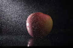Apple στον ψεκασμό Στοκ φωτογραφία με δικαίωμα ελεύθερης χρήσης