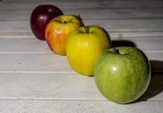 Apple στο εκλεκτής ποιότητας υπόβαθρο Στοκ Φωτογραφία