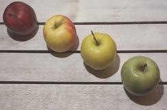 Apple στο εκλεκτής ποιότητας υπόβαθρο Στοκ φωτογραφία με δικαίωμα ελεύθερης χρήσης