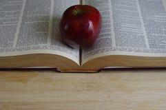 Apple στο λεξικό Στοκ Φωτογραφίες