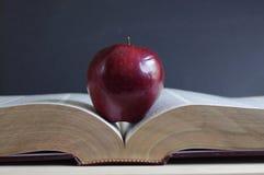 Apple στο λεξικό Στοκ Φωτογραφία