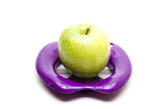 Apple στο διαιρέτη μήλων Στοκ φωτογραφία με δικαίωμα ελεύθερης χρήσης
