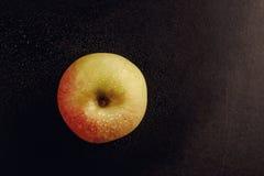 Apple στο μαύρο πίνακα Στοκ Εικόνες