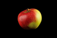 Apple στο μαύρο υπόβαθρο Στοκ φωτογραφίες με δικαίωμα ελεύθερης χρήσης