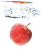 Apple στο νερό Στοκ εικόνα με δικαίωμα ελεύθερης χρήσης