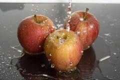 Apple στο νερό Στοκ Φωτογραφία