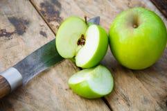 Apple στο ξύλινο υπόβαθρο, τα φρούτα ή τα υγιή φρούτα στο ξύλινο υπόβαθρο Στοκ φωτογραφίες με δικαίωμα ελεύθερης χρήσης