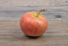Apple στο ξύλο Στοκ Φωτογραφία
