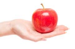 Apple στο χέρι γυναικών που απομονώνεται Στοκ Φωτογραφίες