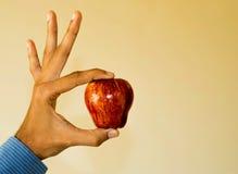 Apple στο χέρι του επαγγελματία Στοκ Φωτογραφία