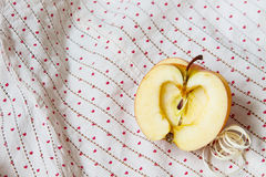 Apple στο ύφασμα Στοκ Εικόνες