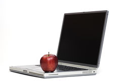 Apple στο lap-top Στοκ Φωτογραφία