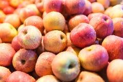 Apple φρέσκια στην αγορά Στοκ Φωτογραφία