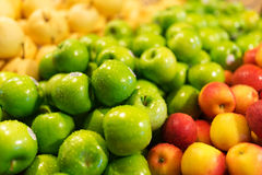 Apple φρέσκια στην αγορά Στοκ εικόνες με δικαίωμα ελεύθερης χρήσης