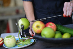 Apple, φλούδα, που ξεφλουδίζεται Στοκ Φωτογραφία