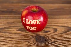 Apple с влюбленностью Стоковое Фото