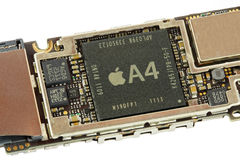 Free Apple A4 Processor On A Iphone 4G Motherboard Stock Photos - 22965123