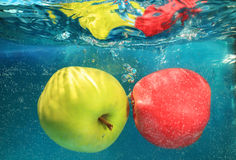 Apple in acqua Immagini Stock