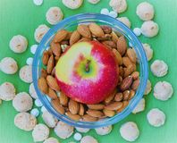 Apple, almendras y galletas Imagen de archivo libre de regalías