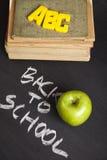 Apple auf einer Tafel Lizenzfreie Stockfotos
