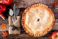 Apple autumn pie, overhead table scene over rustic wood Stock Photos