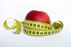 Apple avec la bande de mesure Photographie stock libre de droits