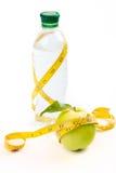 Apple, Band und eine Flasche Wasser Stockbilder