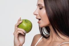 apple beautiful girl green Στοκ φωτογραφία με δικαίωμα ελεύθερης χρήσης