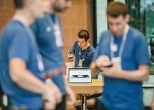 Apple-beginiphone 6 verkoop wereldwijd Stock Foto's