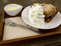 Apple Berry Crumble med vanilj Royaltyfri Foto