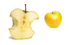 Apple-Bit und gelber Apfel Stockbilder