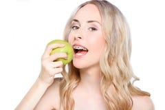 apple bite taking woman Στοκ Φωτογραφίες