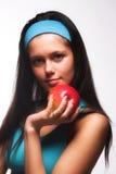 apple biting red sporty woman Στοκ Φωτογραφίες