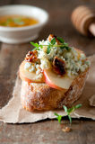 Apple and blue cheese crostini Royalty Free Stock Photography