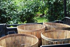 Apple-bushels op een kar stock afbeelding
