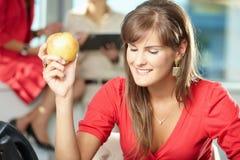 apple businesswoman Στοκ εικόνα με δικαίωμα ελεύθερης χρήσης